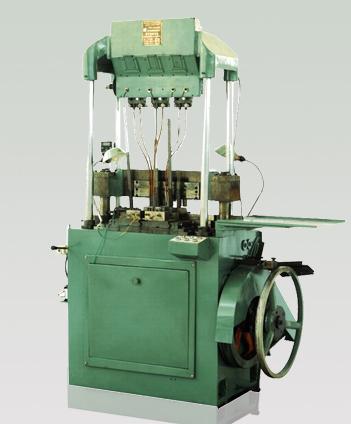 Двухрядная и однорядная сборочная машина патронной цепи